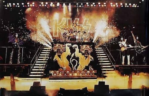 Kiss Stage.jpg